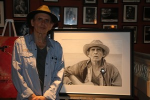 re sized Ron Hynes at Hughs Room8